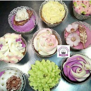 lady vintage cupcake